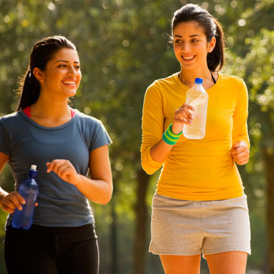 women-walking-burn-calories-400x400